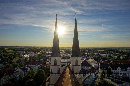 Luftaufnahme Türme der Stiftspfarrkirche Altötting